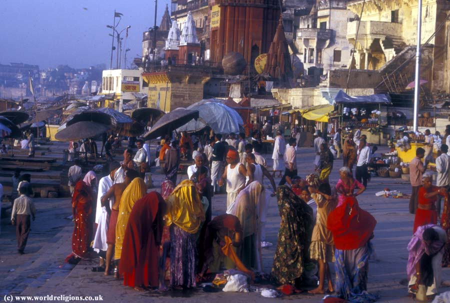 Varanasi_HIndu_women_ghats_IDA123A9 copy